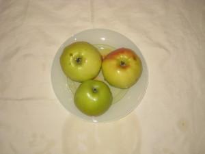 Яблоки должны быть кислыми и твердыми