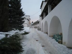 Внутреняя часть крепостной стены Пафнутьево-Боровского монастыря