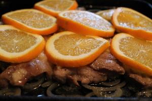 Укладываем мясо в духовку