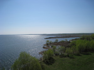 Вид на озеро Неро со смотровой площадки Спасо-Яковлевского монастыря