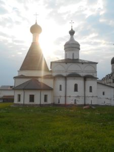 Собор Рождества Богородицы и шатровая церковь.