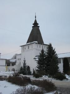 Одна из башен стены Пафнутьево-Боровского монастыря